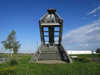 Uitkijktoren langs de snelweg
