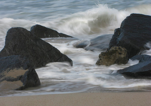 Surf and Rocks (100045512)