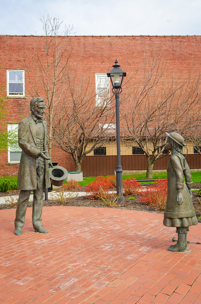 Statue of Grace Bedell and Abraham Lincoln