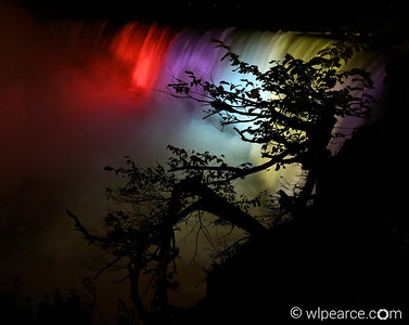 Horseshoe Falls in full color at night.