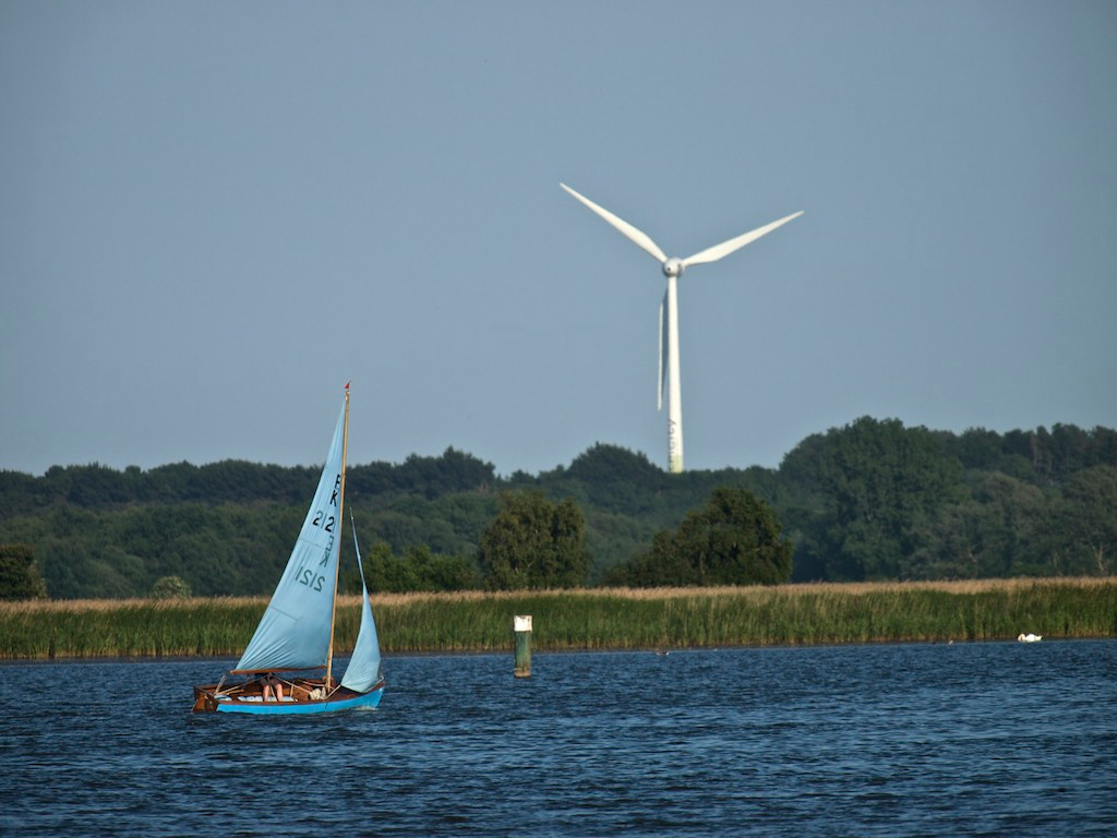 Boating on the Broads  -- on Heigham Sound