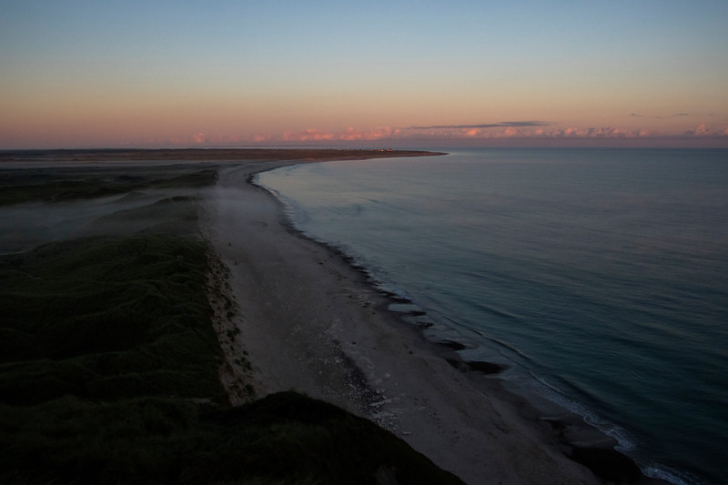 Bulbjerg, Udsigt mod Lild Strand, morgentågen kryber ud mod havet