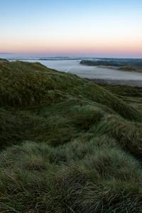 Bulbjerg, morgentågen kryber ud mod havet