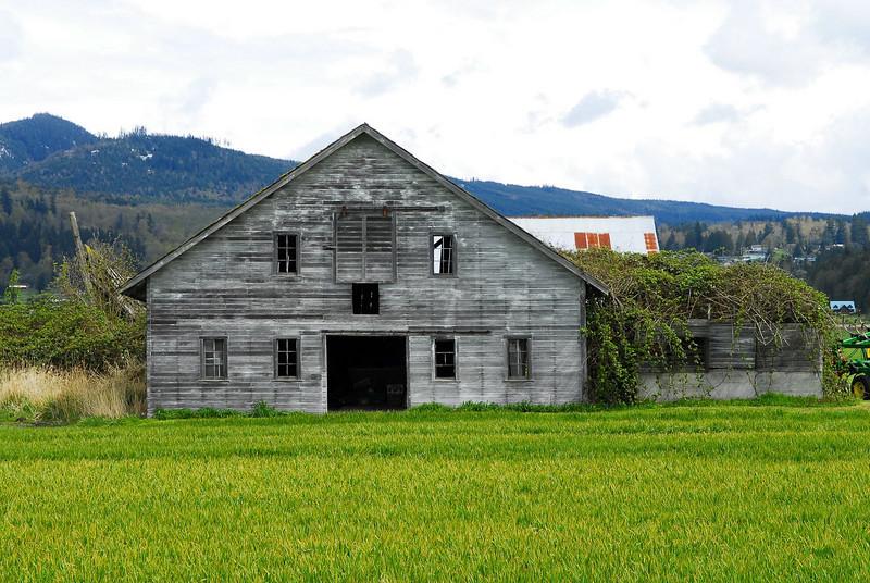 I5 Hwy Barn