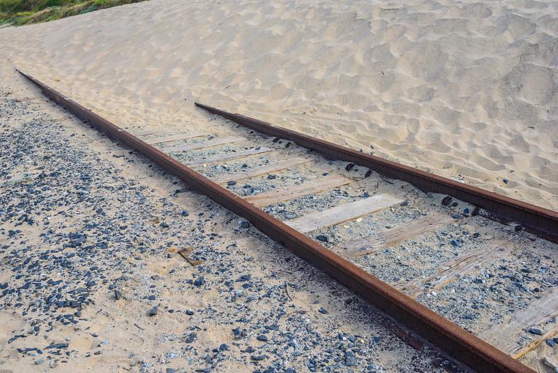train-Tracks-sand-davenport-northern-California_D812011