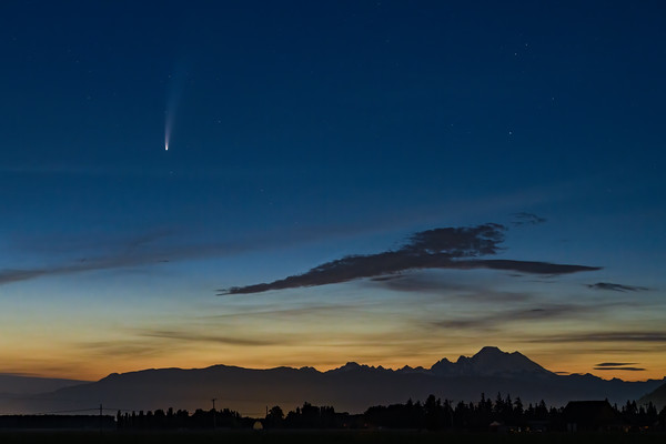 Comet Neowise over Mount Baker
