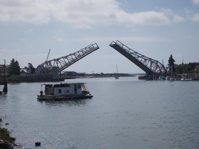 Lowering the bridge<br /> Oakland  2014-04-12 at 11-20-34