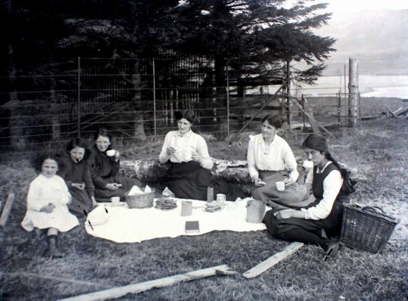 Picnic near Finnart Lodge, 1919