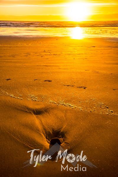 86  G Beach Sunset Rock Sand V