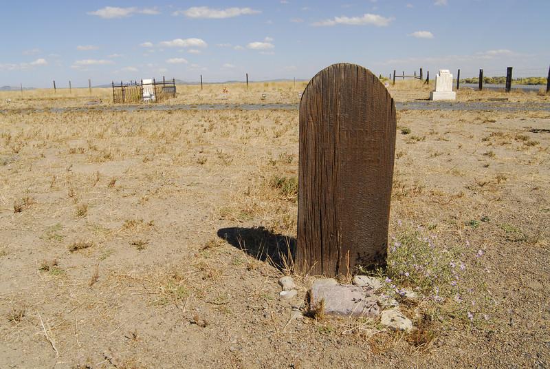 Pioneer cemetery, Hat Rock