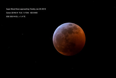 Super Blood Moon approaching totality 1082-