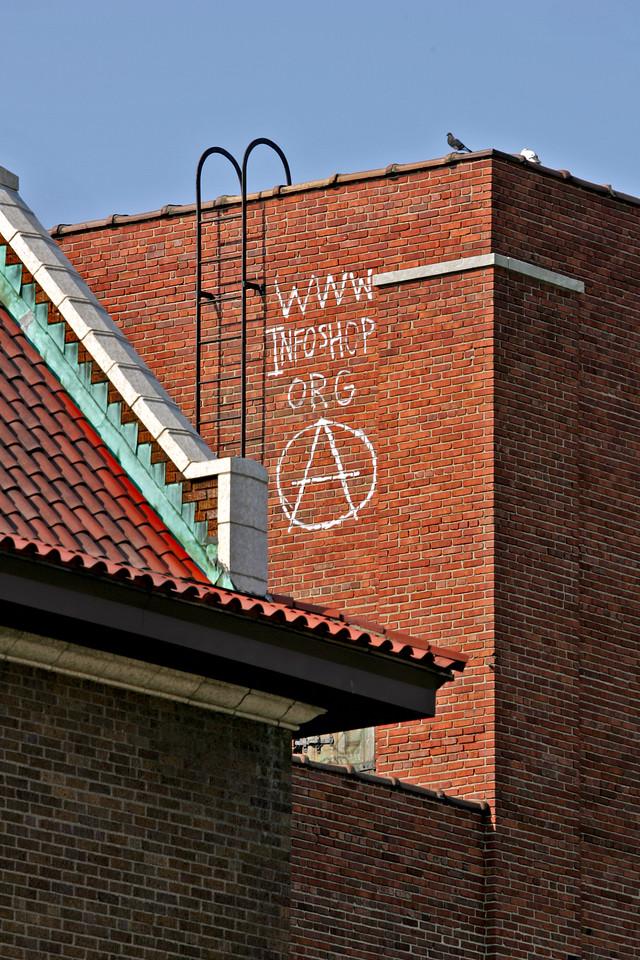 Infoshop rooftop 7028