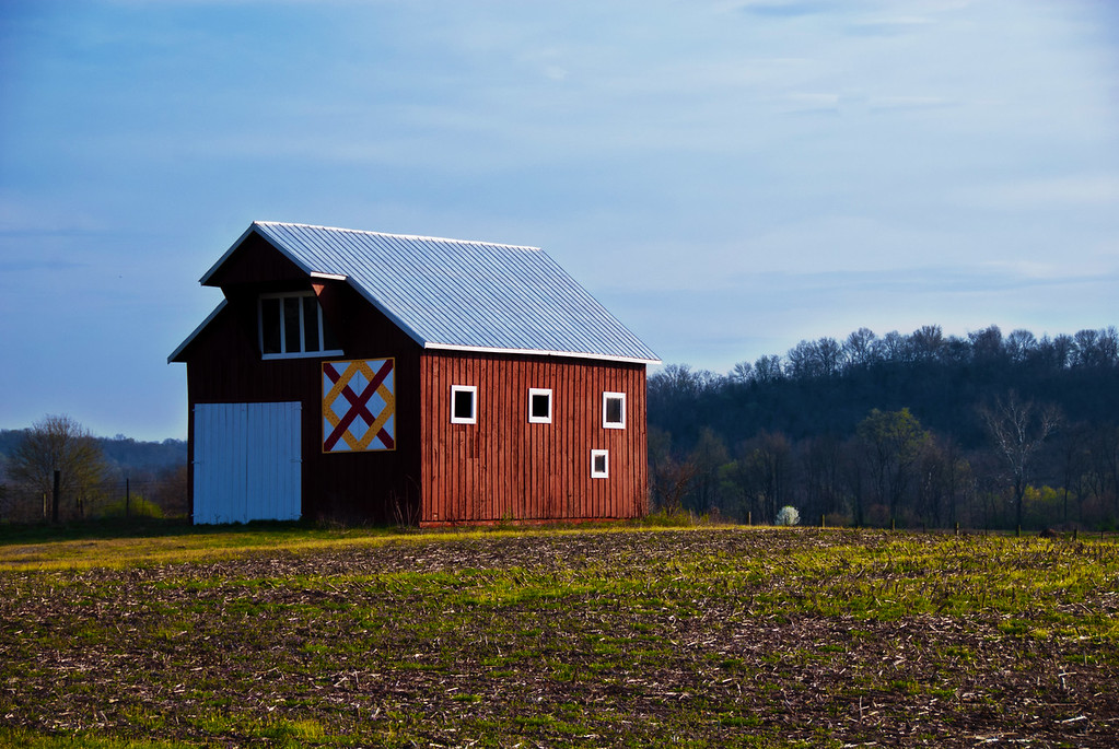 Little Red Barn in Belleview, KY