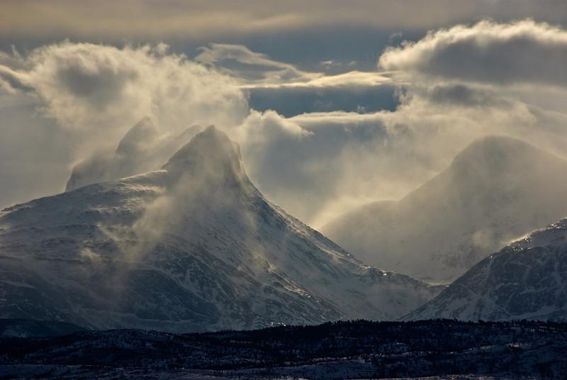 Windy winter morning, Børvasstindan III
