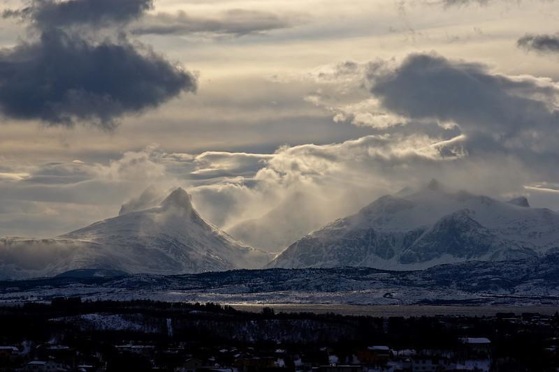 Windy winter morning, Børvasstindan II
