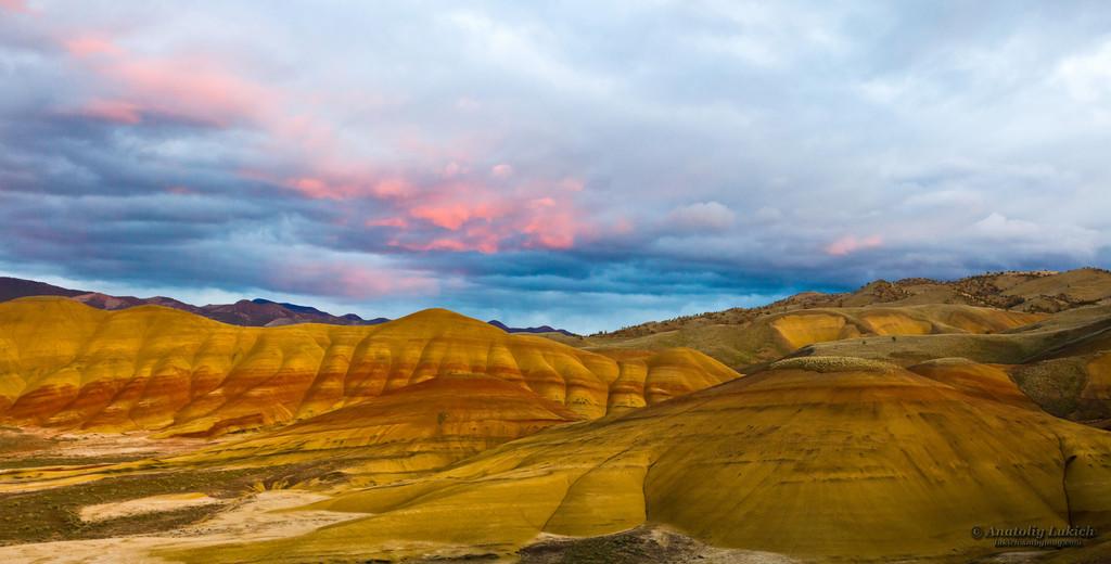 IMAGE: http://lukich.smugmug.com/Landscapes/Painted-Hills/i-wQrD8kJ/0/XL/20130419_3775_3777_Panorama1-XL.jpg