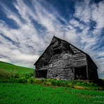 Blue sky and Old Barn in Palouse