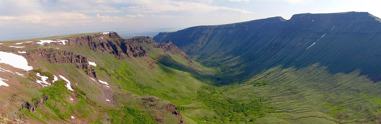 Kiger Gorge and Kiger Notch, Steens Mountain, southeastern Oregon --- 3-pic panorama