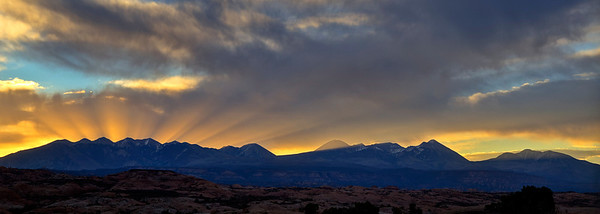 pan46: Phyllis's panorama of sunrise with God's Beams over the Sierra LaSal, southern Utah
