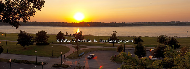 Sunset on the Mississippi River from Butler Park - August 10, 2012<br /> Stage approximately minus 8 (55 feet lower than the May 2011 Photos)