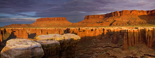 Monument Basin. Sunrise on the White Rim, Canyonlands National Park.