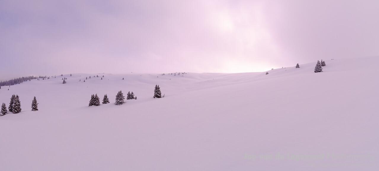 """Snowy dawn. <a href=""""http://lagemaat.blogspot.com/2012/08/snowy-dawn.html"""">http://lagemaat.blogspot.com/2012/08/snowy-dawn.html</a>"""