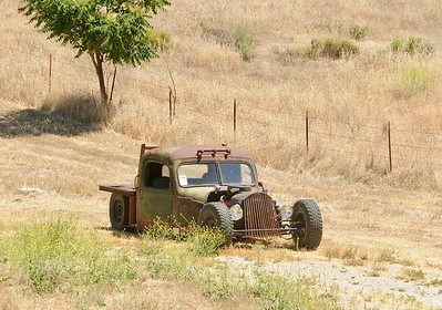 While looking around the outskirts of Paso Robles I spotted this  Hot Rod in a field next to a smallholding.