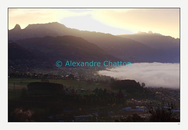 Novembre 2009: la mer de brouillard remonte du lac Léman et recouvre Vevey.