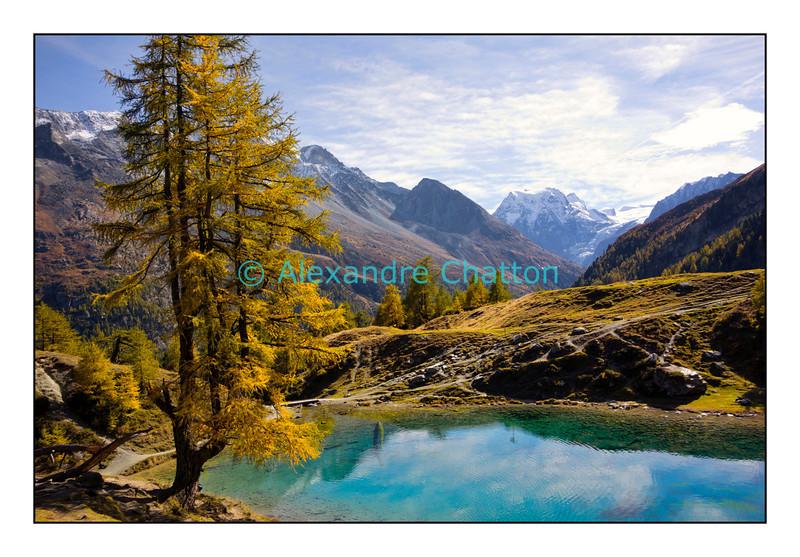 Le Lac Bleu, pas loin d'Arolla, en Valais. Octobre 2012.