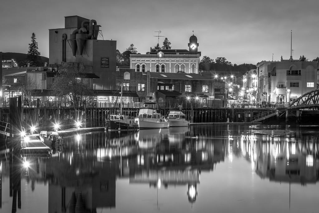 Rivertown Black & White