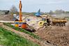 De oude dijk wordt afgegraven
