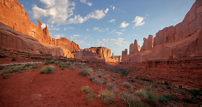 Morning light at Park Avenue, Arches National Park