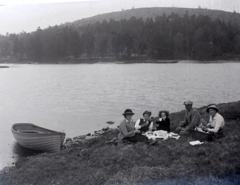 Picnic, Jess May's Bay? 1919 Kate Cameron on left, with Donald Cameron