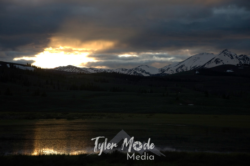 1094  G Sun Rays Over Swan Lake HDR