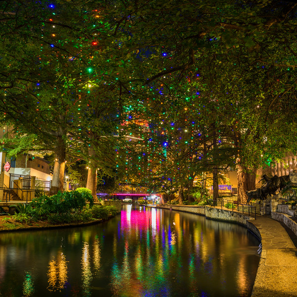 san antonio riverwalk holiday christmas lights river walk
