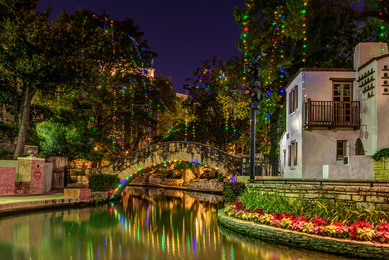 san-Antonio-riverwalk-Holiday-Christmas-lights-river-walk-boats-riverboats-paseo-del-rio-fine-art-photograph-Arneson-River-Theater-Sandra-Bullock-Miss-Congeniality_D814707