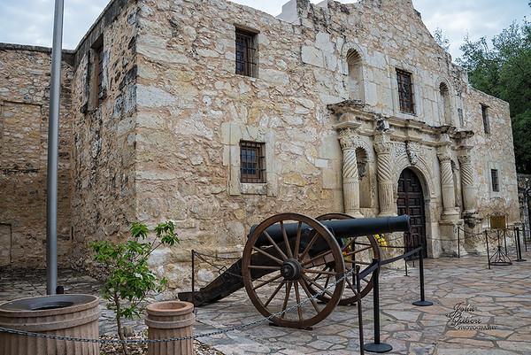The Alamo: Nikon D600, 28-300mm Lens @ 28mm, f/8, 1/60sec, and ISO 200.