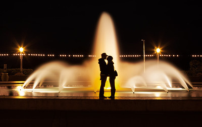 Lovers at the fountain