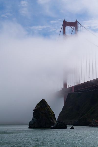 Golden Gates Bridge in afternoon fog