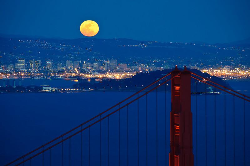 more full moon over golden_DSC0945