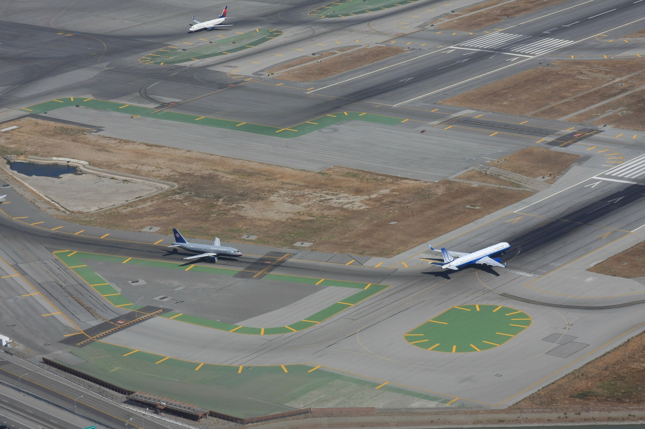 San Francisco International Airport<br /> United Airlines 757 and A321<br /> 9/2009