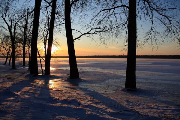 Winter sunset on the Illinois River