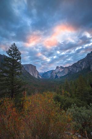 Tunnel View At Sunrise_Vertical - Lower Yosemite Valley, Yosemite National Park, CA