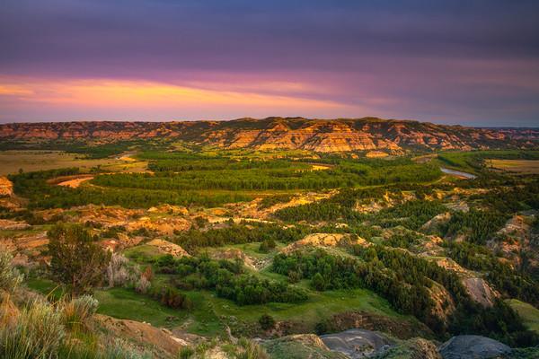 U-Shaped Bend Overlook Of The Badlands - Theodore Roosevelt National Park, North Dakota