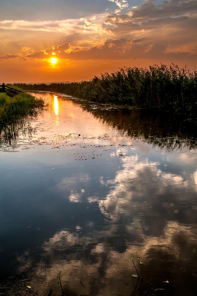 Zonsondergang bij Molen de Eendracht te Sebaldeburen.