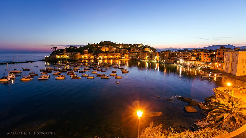 18/08/2013 – 21:03 La Baia di Levante al crepuscolo, Sestri Levante, Liguria, Italy
