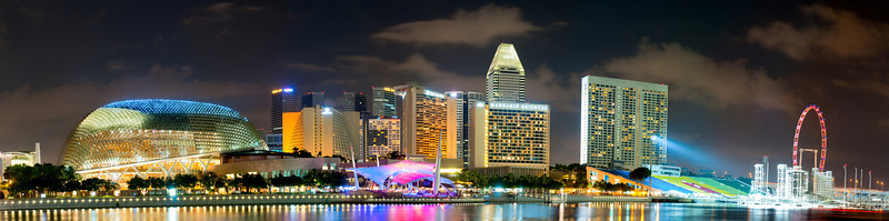 Night at Singapore, using a few photos to combine a Panorama photo.