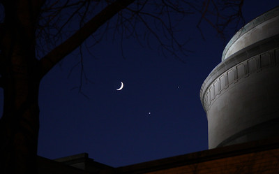 Spectacular Conjunction of the Moon, Venus, and Jupiter (December 1, 2008)