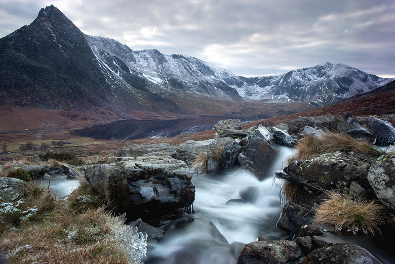 MOUNTAIN STREAM TRYFAN AND THE GLYDERS
