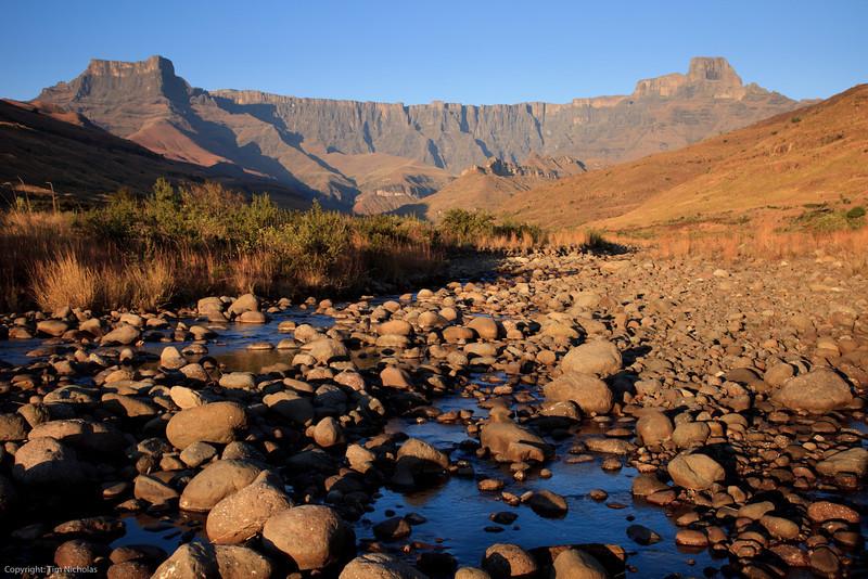 Drakensberg - Amphitheatre winter Early Morning, Tugela River